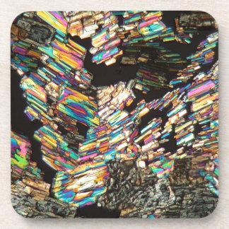 Aminoácido de la alanina debajo del microscopio posavasos de bebida