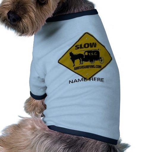 Amish que practican surf y que esquían camisetas de perrito
