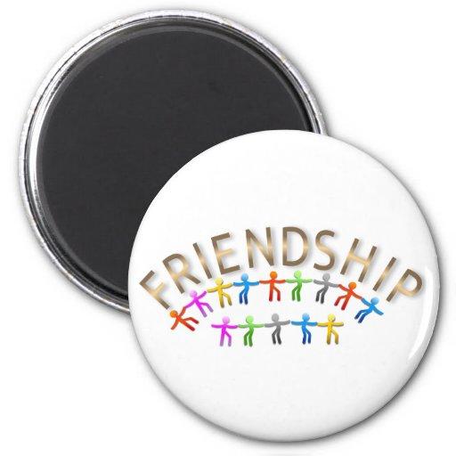 Amistad, niños que llevan a cabo diseño de las man imán de frigorífico
