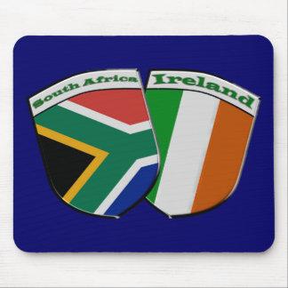 Amistad surafricana y irlandesa Mousepad de la ban