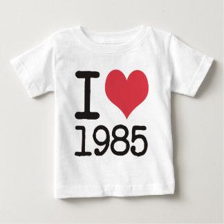 ¡Amo 1985 productos y diseños de las camisetas! Playera De Bebé