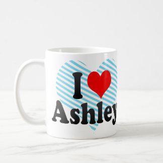 Amo a Ashley Taza Básica Blanca