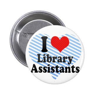 Amo a ayudantes de la biblioteca pin redondo de 2 pulgadas