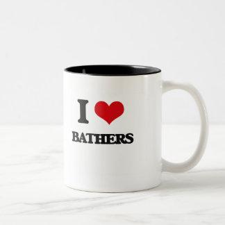 Amo a bañistas taza dos tonos