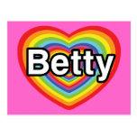 Amo a Betty: corazón del arco iris Tarjetas Postales