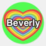 Amo a Beverly: corazón del arco iris Pegatina Redonda