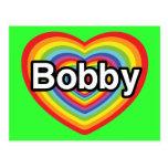 Amo a Bobby: corazón del arco iris Tarjetas Postales