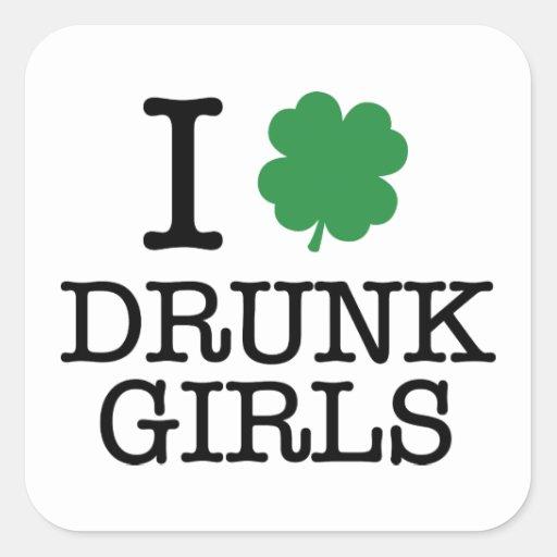 Amo a chicas borrachos pegatina cuadrada