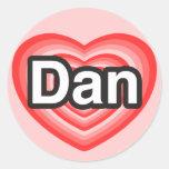 Amo a Dan. Te amo Dan. Corazón Pegatina Redonda