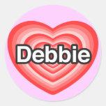Amo a Debbie. Te amo Debbie. Corazón Pegatina