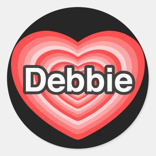 Amo a Debbie. Te amo Debbie. Corazón Pegatinas Redondas