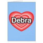 Amo a Debra. Te amo Debra. Corazón Felicitaciones
