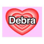 Amo a Debra. Te amo Debra. Corazón Tarjetas Postales