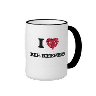 Amo a encargados de la abeja taza a dos colores