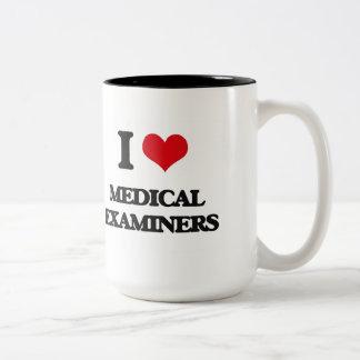 Amo a examinadores médicos taza de café de dos colores