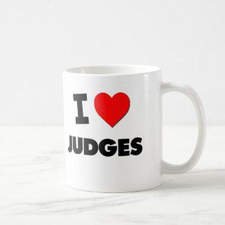 Amo a jueces taza básica blanca