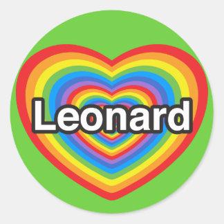 Amo a Leonard. Te amo Leonard. Corazón Etiquetas Redondas