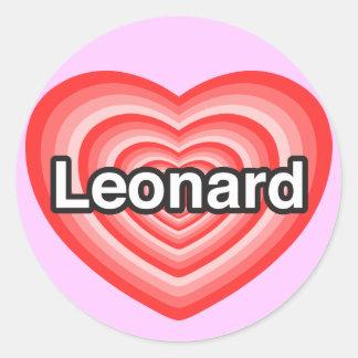 Amo a Leonard. Te amo Leonard. Corazón Etiqueta Redonda