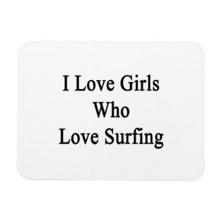 Amo a los chicas que aman el practicar surf imanes de vinilo