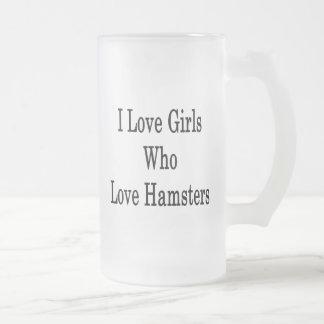 Amo a los chicas que aman hámsteres taza cristal mate