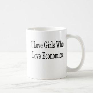Amo a los chicas que aman la economía taza básica blanca