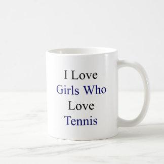 Amo a los chicas que aman tenis taza de café