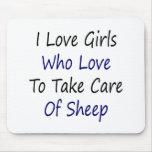 Amo a los chicas que aman tomar el cuidado de ovej tapete de ratón