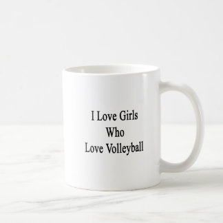 Amo a los chicas que aman voleibol taza básica blanca
