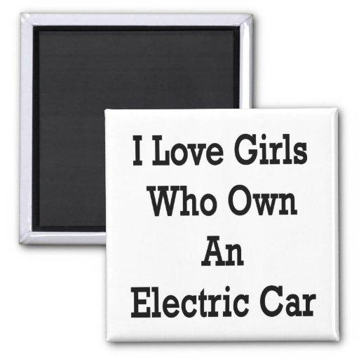 Amo a los chicas que poseen un coche eléctrico imán