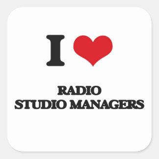 Amo a los encargados de radio del estudio calcomanía cuadradas