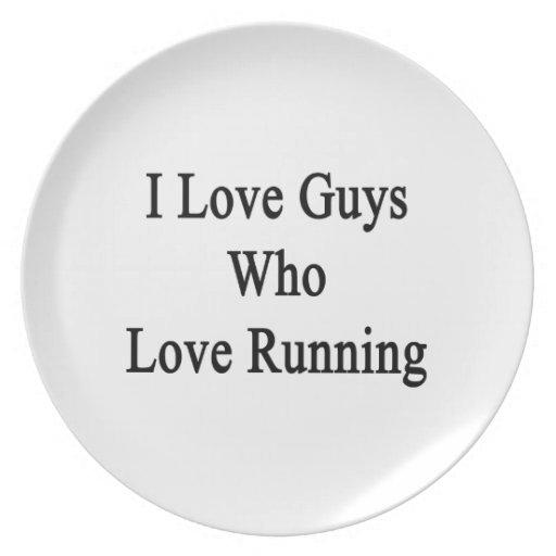 Amo a los individuos que aman el correr platos de comidas