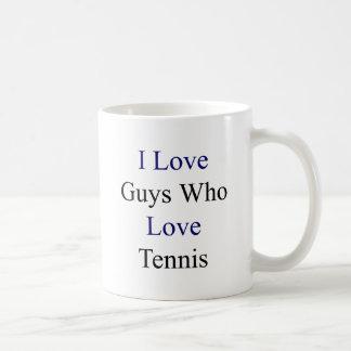 Amo a los individuos que aman tenis taza