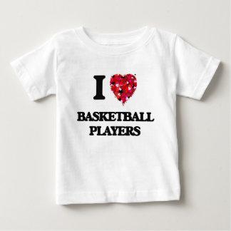 Amo a los jugadores de básquet playeras