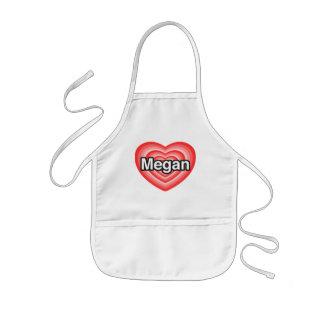 Amo a Megan. Te amo Megan. Corazón Delantal Infantil