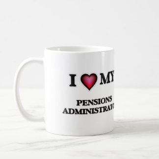 Amo a mi administrador de las pensiones taza clásica