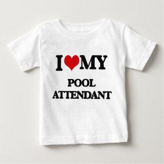 Amo a mi asistente de la piscina playera