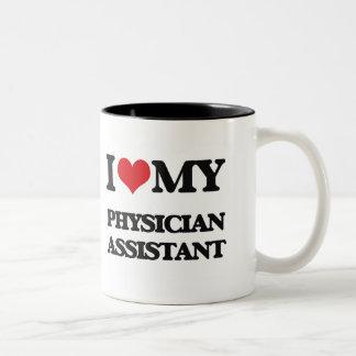 Amo a mi ayudante del médico taza de dos tonos