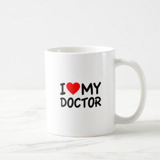 Amo a mi doctor taza clásica