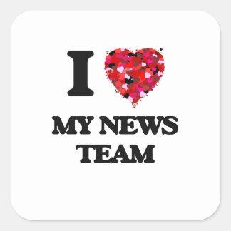 Amo a mi equipo de noticias pegatina cuadrada