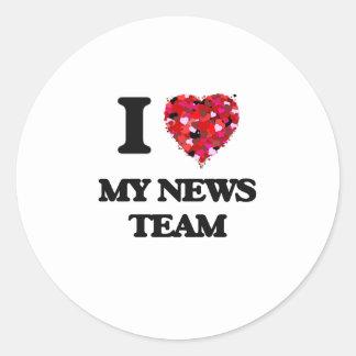Amo a mi equipo de noticias pegatina redonda