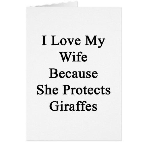 Amo a mi esposa porque ella protege jirafas tarjeta pequeña