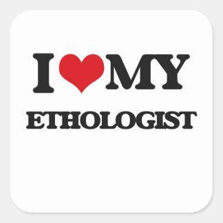 Amo a mi etólogo calcomanía cuadrada
