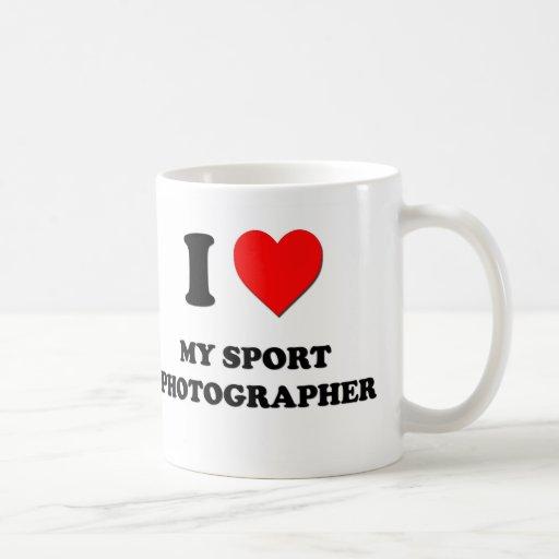 Amo a mi fotógrafo del deporte taza básica blanca