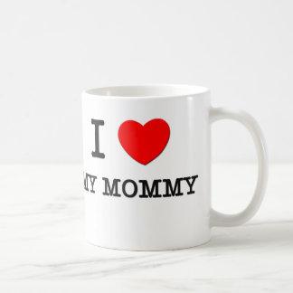 Amo a mi mamá taza básica blanca