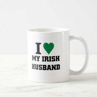 Amo a mi marido irlandés taza básica blanca