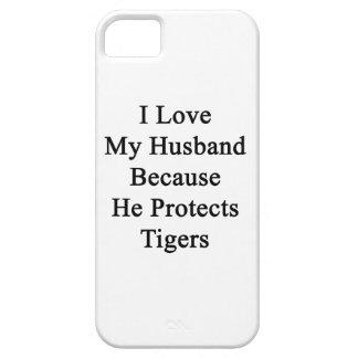 Amo a mi marido porque él protege tigres iPhone 5 cárcasa