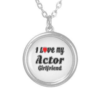 Amo a mi novia del actor collar