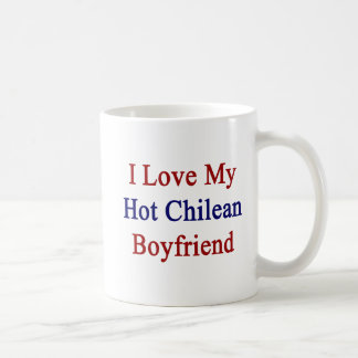 Amo a mi novio chileno caliente taza básica blanca