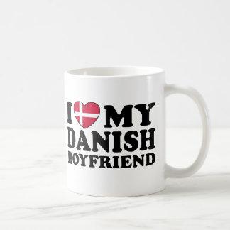 Amo a mi novio danés taza básica blanca