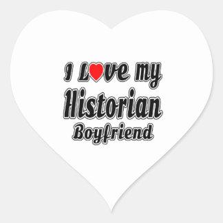 Amo a mi novio del historiador pegatina en forma de corazón